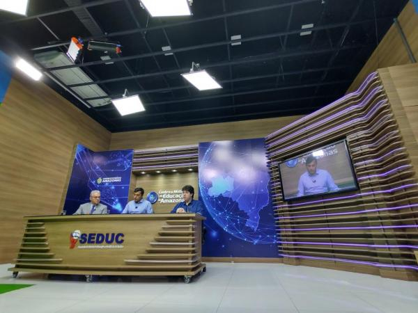 Seduc anuncia aulas em TV aberta para 180 mil alunos da rede estadual