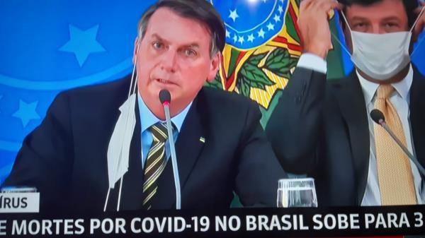 Bolsonaro baixa MP contra decreto de governadores que suspenderam transportes fluviais, terrestres e aéreos