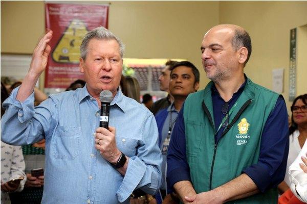 Prefeito de Manaus determina que idosos sejam vacinados contra a Influenza em suas casas