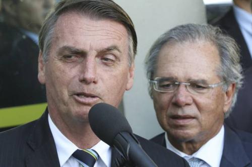 Bolsonaro revoga artigo da MP que suspende contrato de trabalho por quatro meses