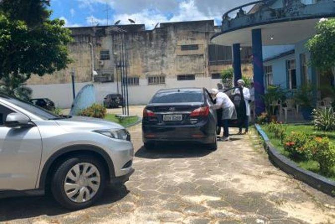 Uepa mantém quatro locais para vacinar idosos contra gripe, em drive thru