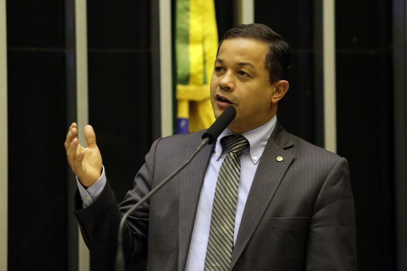 Pablo pede que Bolsonaro libere Seguro Desemprego e FGTS para trabalhadores