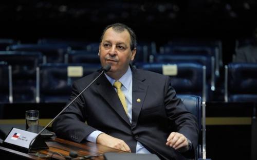 Omar Aziz propõe empréstimo de até R$ 270 milhões para microempresas atingidas pelo Covid-19