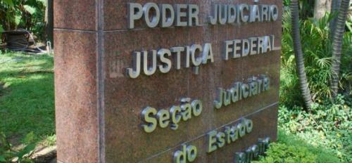 Justiça Federal suspende decreto do presidente que abria igrejas e loterias