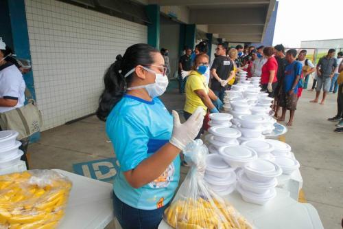 Em dois dias, Governo atende 520 moradores de rua na Arena Amadeu Teixeira