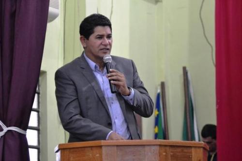 Prefeito de Parintins ameaça demitir secretários bolsonaristas que apoiam fim do isolamento