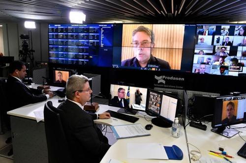 Senado aprova auxílio emergencial de R$ 600 para autônomos, durante pandemia