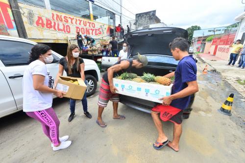 Governo doa mais de 87 toneladas de alimentos para instituições sociais no AM