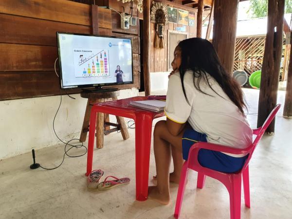 'Aula em Casa' iniciou nesta segunda (6) para 100 mil alunos do 1º ao 3º ano