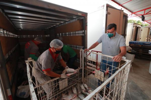 Em Iranduba, Wilson acompanha coleta de alimentos que serão doados a instituições sociais