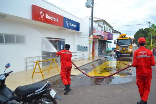 Bancos em Parintins são higienizados e gerentes orientados a organizar filas de clientes
