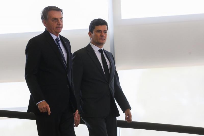 Em reunião, Bolsonaro disse a Moro que troca na PF do Rio era necessária para proteger sua família