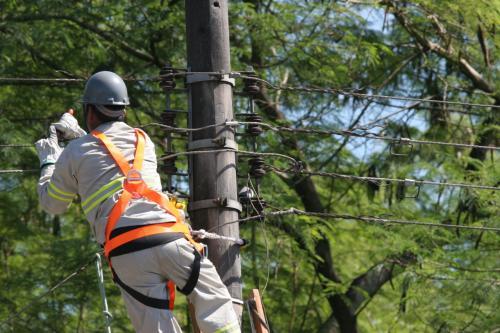 Justiça manda Amazonas Energia a religar serviço cortado durante a pandemia