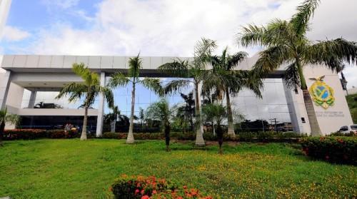 Com plano de reabertura em Manaus, órgãos estaduais devem adotar revezamento de servidores