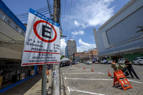 Prefeito de Manaus suspende cobrança do estacionamento Zona Azul até 31 de julho
