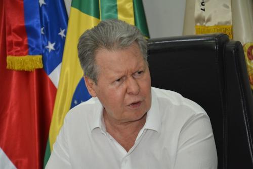 Prefeito de Manaus entra no STF com queixa-crime contra Bolsonaro