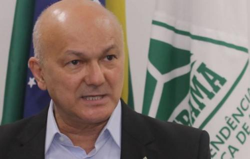 Sem prestígio e com ZFM 'na lona', Menezes diz que sai 'a pedido'