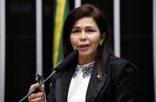 Conceição Sampaio deixa a Semasc para disputar eleições