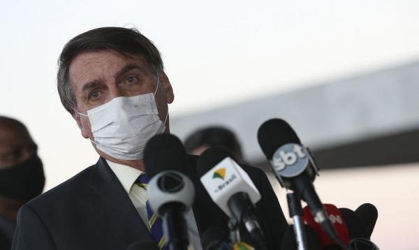 Governo Bolsonaro deixa de informar total de mortes e casos de Covid-19