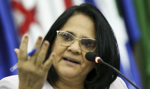 Damares anula anistia de 300 perseguidos políticos