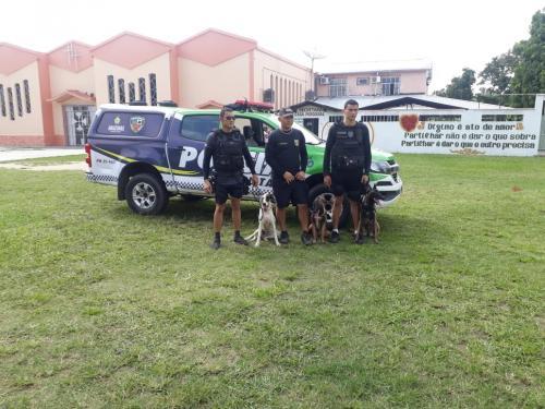 PM's de Parintins desenvolvem projeto de policiamento com cães