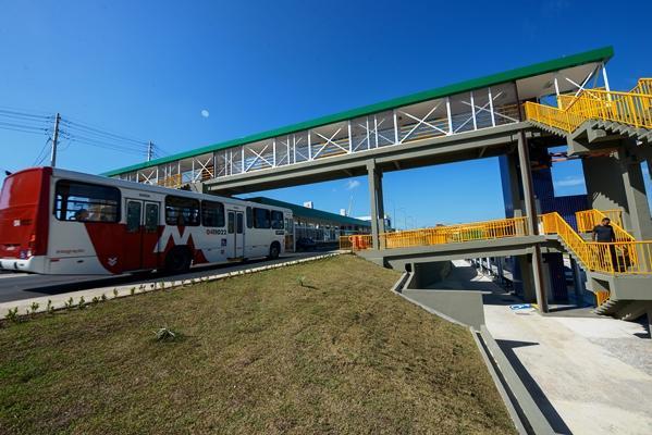 Manaus lança linhas de ônibus e abre novas vias com entrega de complexo viário
