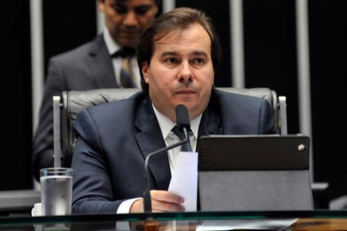 Presidente da Câmara tenta acordo com deputados e prefeitos para adiar eleições municipais