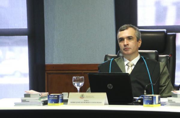 Conselheiro do TCE suspende pagamentos irregulares do auxílio emergencial em Boca do Acre