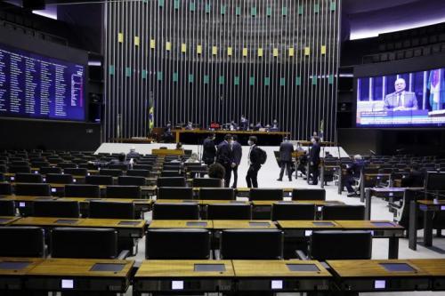 Deputados aprovam em 1º turno texto-base da PEC que adia as eleições para novembro