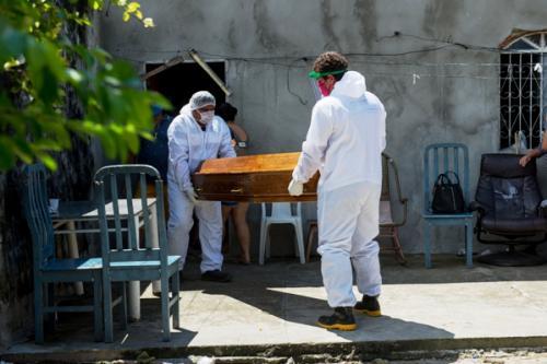 Manaus teve explosão de 120% de óbitos em casa, nos últimos três meses, diz Folha