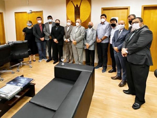 Bois de Parintins reúnem com presidente do TRT para tentar evitar leilões de patrimônios