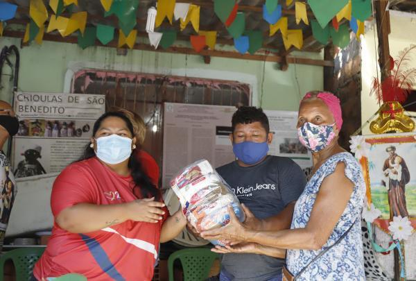 Manaus Solidária doa cestas básicas à Associação Quilombo de São Benedito