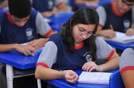 Governador anuncia retorno das aulas presenciais de escolas estaduais em Manaus