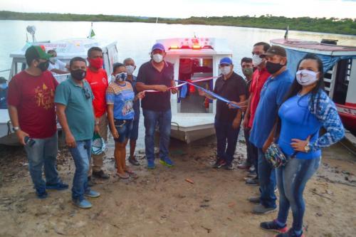 Prefeitura de Parintins entrega 10 ambulanchas de resgate para comunidades rurais