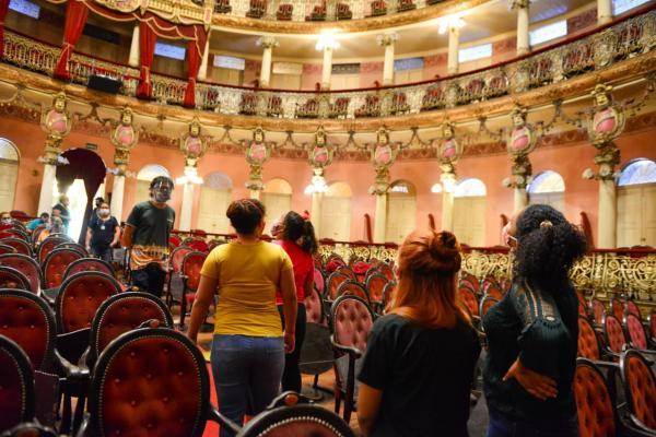 Teatro Amazonas recebe internas do sistema socioeducativo