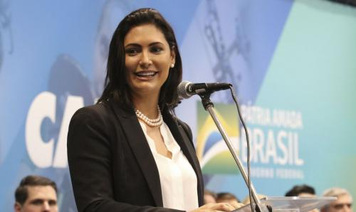 Michelle Bolsonaro testa positivo para coronavírus, diz Planalto