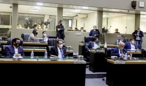 Parecer de relator pelo arquivamento do impeachment de Wilson Lima é aprovado