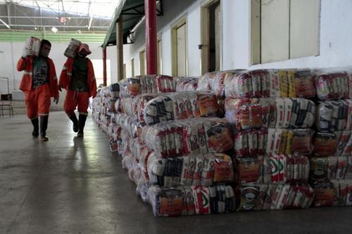 Mais de 500 famílias em vulnerabilidade, em Manaus, recebem cestas básicas e kits de higiene