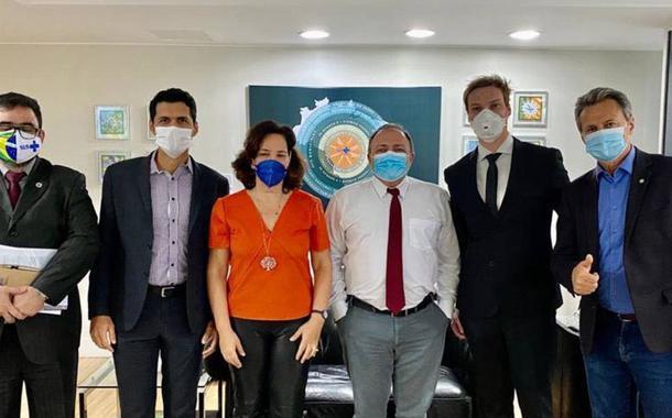 Defensores do uso de ozônio no ânus são recebidos pelo ministro da Saúde