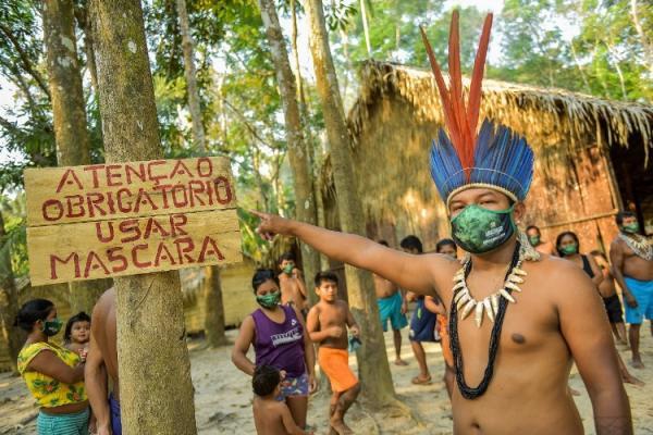 Comunidades indígenas que vivem do turismo recebem máscaras e álcool em gel, no AM