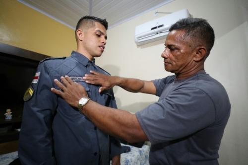 De geração a geração: pai e filho seguem carreira na Polícia Militar do Amazonas