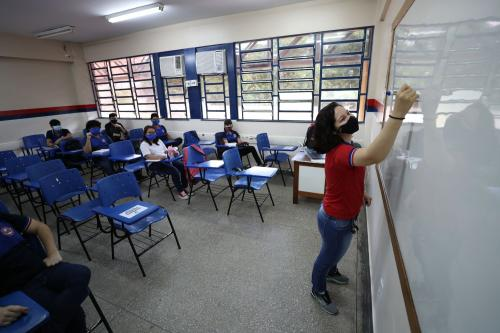 Em Manaus, aulas presenciais retornam com 94% dos professores em sala