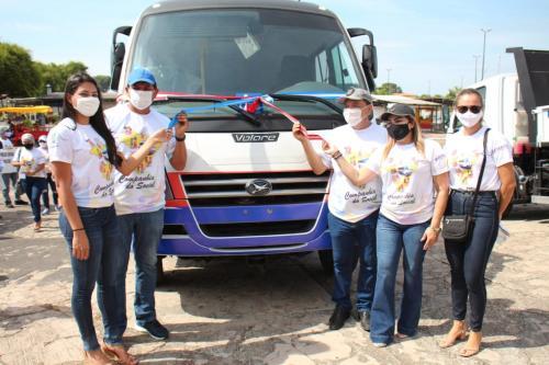 Prefeitura de Parintins faz entrega de ônibus e lança programa Companhia do Social