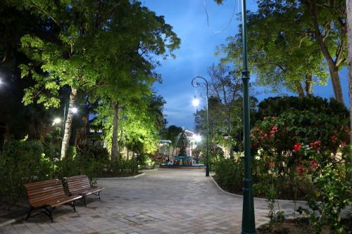 Prefeito de Manaus entrega praça Dom Pedro II revitalizada e com acessibilidade