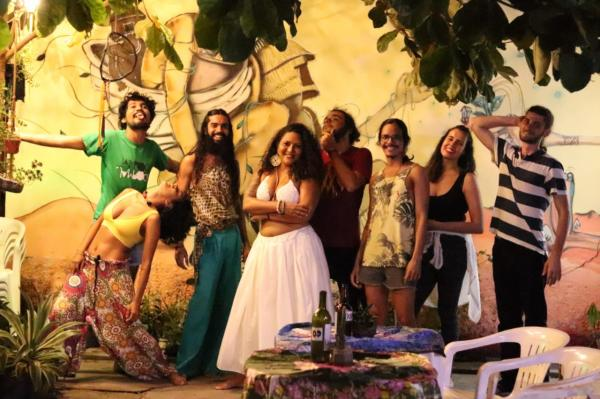 Gramophone apresenta primeira live na nova sede da Vila Vagalume 80