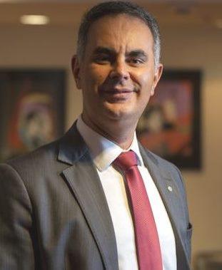 RODRIGO SPADA - Reforma administrativa para os amigos do rei