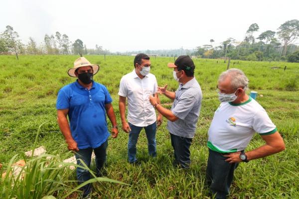 Wilson reforça implantação do 'Amazonas Mais Verde' e entrega implementos agrícolas para produtores rurais