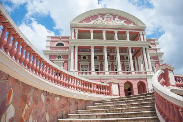 Teatro Amazonas recebe espetáculos da Mostra de Direitos Humanos LGBTQIA+