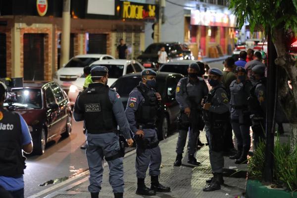 Polícia fecha em Manaus bares e espaços que descumpriam decreto do governo