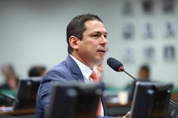 Marcelo Ramos envia requerimento a Rodrigo Maia para retomada da comissão da Segunda Instância